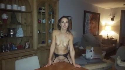 Ehefrau nackt zuhause